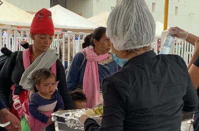 Durante la estancia en Saltillo, se les proporcionó alimento.