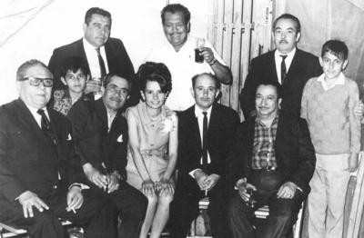 17022019 Sr. Petronilo Ortiz (f), Sr. Antonio Ochoa (f), Sr. José Mora (f), Sr. Luis Arévalo (f), Sr. Roberto Rodríguez (f), Srita. Cecilia Mora, Sr. Rafael Mora (f), Sr. José Aranda (f), niños Rafael y Ramiro Mora, en 1970.