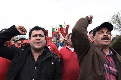 Los mineros lanzaron gritos de apoyo.