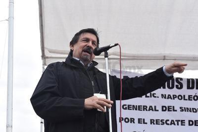 El senador no participó en una marcha previa, acudiendo directamente al lugar del evento para dar el mensaje.