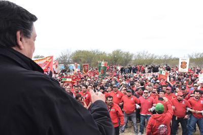 Alrededor de 800 mineros y familiares se congregaron para escuchar el mensaje del senador.