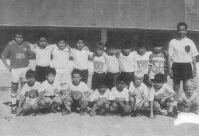 24022019 Escuela de Futbol Soccer Pumitas Torreón, Prof. Alfredo Frayre Martínez, fotografía de hace 30 años.