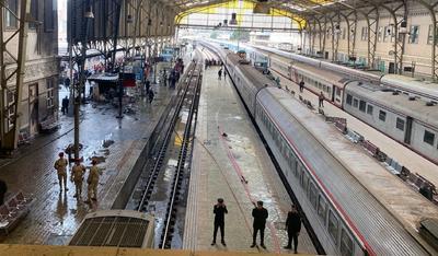 La Fiscalía General egipcia cree que el accidente se debió a una negligencia del conductor, que abandonó el vehículo sin accionar los frenos tras sufrir un percance con otro tren que circulaba en una vía adyacente en dirección contraria.