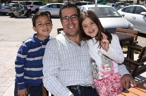 28022019 Andrés Jr., Andrés y Mariangel.