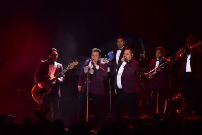 La música, para el deleite de los asistentes se llevó a cabo en el Coliseo Centenario.