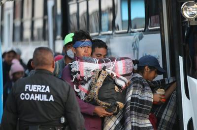 Los migrantes salieron de la capital de Coahuila para dirigirse a Piedras Negras.