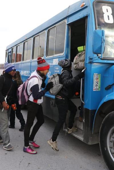 La caravana que se usó para el traslado de los migrantes ocupó alrededor de 50 autobuses.