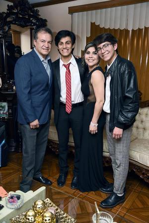 03022019 Dr. Felipe Rivas Castañón y Beatriz Rodríguez de Rivas con sus hijos: Alan Eduardo y Ramsés Rivas Castañón.