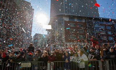 Patriotas desfila como campeón del Super Bowl en Boston