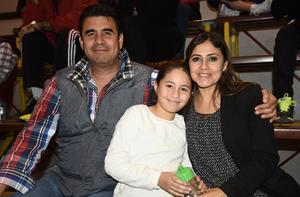 06022019 Jaime López, Ana Estrada y Valentina López.