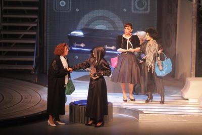 """""""Como lo dije en las últimas 3,500 representaciones, definitivamente, Hiromi siempre va a estar viva a través de todos los que hemos estado aquí y a los que nos tocó con el maravilloso regalo de su vida, este escenario también, aquí también está Hiromi como en el Teatro México, siempre está con nosotros"""", manifestó."""