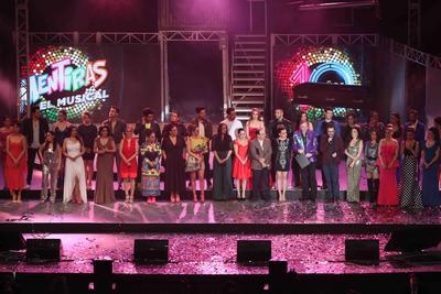 """La cantante y actriz lagunera Hiromi vive en el corazón del elenco y seguidores de la puesta en escena Mentiras, El Musical, que anoche celebró 10 años de temporada con una función """"sold out"""" en el Auditorio Nacional."""