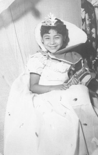 Ma. Luisa Vázquez Machado, reina infantil del Colegio Roosevelt, hace varias décadas.