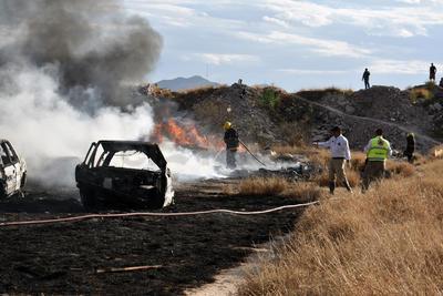 Incendio en corralón de Gómez Palacio causa daños a vehículos