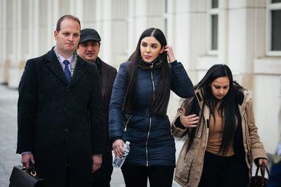 El jurado número once y portavoz del tribunal popular entregó al juez de la corte federal de Brooklyn (Nueva York), Brian Cogan, un papel con su decisión, que fue leída por el juez tras advertir a los asistentes en la sala de que no podían expresar reacción alguna a la lectura del veredicto.
