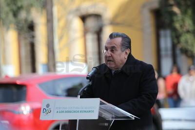"""!Podría yo actuar con la responsabilidad que mi investidura reclama, responder a una y muchas más recomendaciones, y aún así el agravio de una vida extinguida prematuramente no se podría borrar"""", aseguró Calderón Luján."""