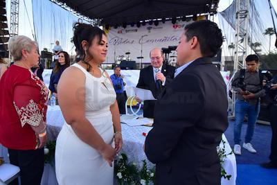 La convocatoria para los contrayentes se lanzó en los primeros días del mes de enero y los gastos del festejo corrieron a cargo del Ayuntamiento de Torreón en tanto que el Gobierno del Estado apoyo con las actas de matrimonio.