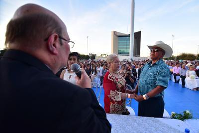 Celebran bodas comunitarias en Torreón