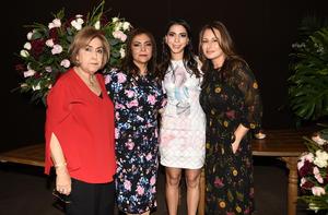 Monica con Sylvia, Lily y Magdalena