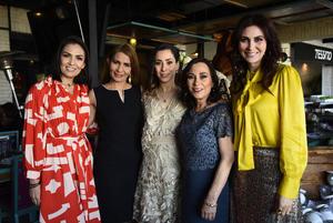 Daniela con Maria Angelica de Barranco, Lucia Gonzalez, Sonia de Arriaga y Claudia Gonzalez