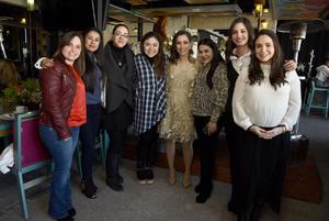Lilian, Flor, July, Magda, Estefy, Laura y Angie con Dany