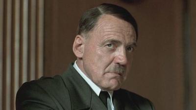 Ganz, una importante figura en el mundo del teatro en Alemania, dio un giro hacia la pantalla grande en la década de 1970 cuando apareció en las películas Nosferatu de Werner Herzog y El amigo americano de Wenders, entre otras.