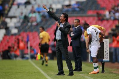 """""""Chava"""" Reyes, entrenador de Santos Laguna."""