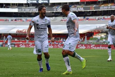 Martín Nervo festejando su gol en el Estadio Azteca.