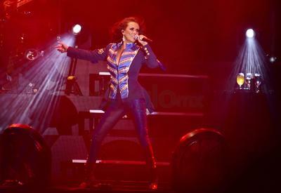 Los fans de la cantante sufrieron al recordar amores fallidos cuando ella les cantó a todo pulmón No te preocupes por mi y Tu me obligaste; éste, según comentó Márquez, será el tercer sencillo de Contigo.