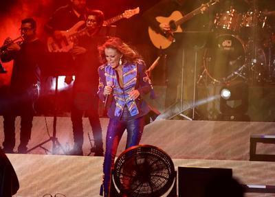 Ante tres mil 200 laguneros (cifra oficial), la exTimbiriche presentó su gira, Contigo, a propósito de su más reciente producción discográfica del mismo nombre que ha registrado altas ventas desde su publicación (agosto de 2018).