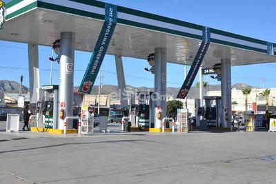 Mientras que la que se localiza en bulevar Las Fuentes y del Bosque en la Colonia Obispado, se encuentra cerrada por falta de combustible.