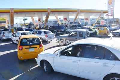 Desde temprana hora de este domingo, comenzó a registrar gran afluencia de conductores que decidieron llenar sus tanques por precauciones ante un posible problema de desbasto en la región.