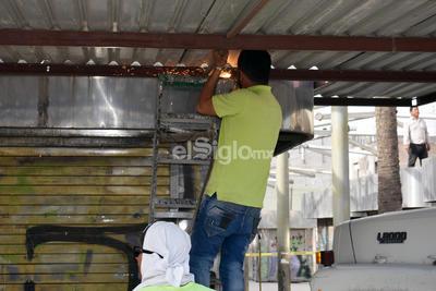 Retiran locales de lámina en  Centro Histórico de Torreón