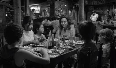 ROMA. La obra de Alfonso Cuarón podría hacer historia al convertirse en la primera cinta en español que obtiene el Oscar a la mejor película, algo inimaginable hace apenas unos meses, cuando se supo que este título mexicano rodado en blanco y negro iba a ser lanzado por una plataforma digital como Netflix. También aspira a convertirse en el primer título de la historia capaz de obtener el Oscar a la mejor película de habla no inglesa y a la mejor película, algo que no consiguieron Z (1969), Life Is Beautiful (1998), Crouching Tiger, Hidden Dragon (2000) ni Amour (2012). Por tanto, esa lista permite que Roma pueda aspirar a ser la primera película de habla no inglesa que gana el Oscar a la mejor película. La obra, una oda al matriarcado en el que Cuarón se crió y una carta de amor a su niñera, cuenta con una campaña publicitaria de impresión y acaba de obtener el premio al mejor film en los Bafta británicos.