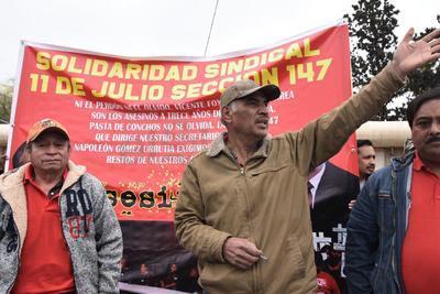 El homenaje es organizado por el sindicato Nacional Minero, cuyo dirigente, Napoleón Gómez Urrutia, no participó en la marcha.