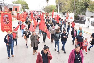 El contingente de mineros y familias de los trabajadores caídos, inició la marcha desde la escuela de metalurgia.