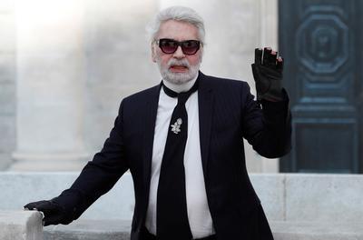 La salud de Lagerfeld se había degradado en los últimos meses y en enero pasado el modisto ya no apareció, como era habitual, en el último desfile de alta costura que firmó para Chanel en la pasarela de la capital francesa.