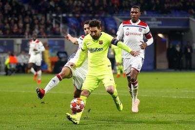El Barça dejó vivo al Lyon en la ida de los octavos de final de la 'Champions' (0 - 0) y evidenció su falta de gol frente a un rival que plantó cara en el primer tiempo, pero que estuvo a merced de los azulgranas en el segundo, cuando los de Ernesto Valverde asediaron la meta de los franceses.