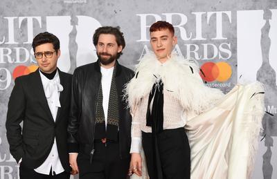 Los artistas británicos Emre Turkmen, Mikey Goldsworthy y Olly Alexander, integrantes de la banda Years & Years.