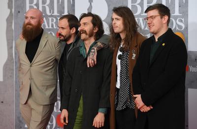 Miembros de la banda de punk británica Idles.