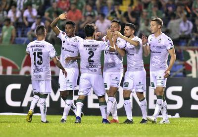 Santos Laguna, sin piedad, tuvo una fiesta de goles en Honduras, donde con 6 tantos contra 2 del Marathón, obtuvieron una cómoda ventaja para la vuelta de los Octavos de Final que dio el arranque de la Concachampions.
