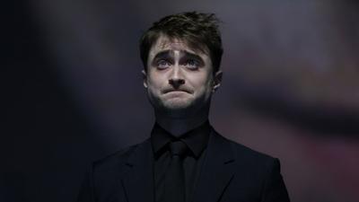 Daniel Radcliffe, famoso por interpretar al niño que vivió, Harry Potter, saltó a la fama con la saga, sin embargo desde los 9 años ya se encontraba en el mundo de la actuación.