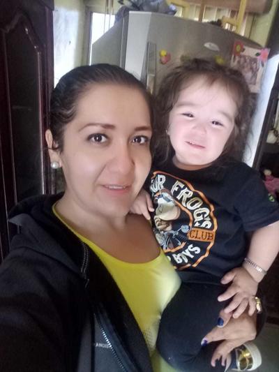 Victoria y su mami, Alejandra