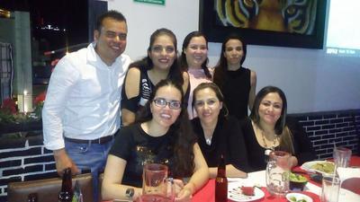 Tino, Betty, Kenia, Yazmín, Marzieh, Susy y Perla