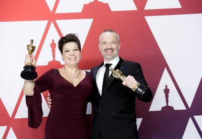 John Warhurst y Nina Hartstone, ganadores de Mejor Edición de Sonido por Bohemian Rhapsody.