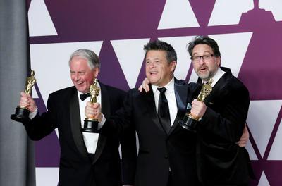 Paul Massey, Tim Cavagin y John Casali, ganadores de la categoría a Mejor Mezcla de Sonido por Bohemian Rhapsody.