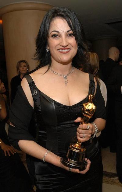 Beatrice De Alba.  Obtuvo el  Oscar a Mejor maquillaje por Frida  en el año 2002.