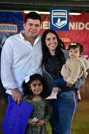 05022019 EN FAMILIA.  Salvador, Andrea, Valentina y Emma.