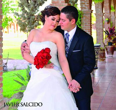 Felicidades para la Sra. Alejandra Najera Valdez y Sr. Ramsés Ortiz Lozano, quienes mañana celebran 7 años de su unión matrimonial. Les desea Yolanda Guzmán.