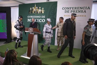 El general Luis Cresencio Sandoval González, secretario de la Defensa Nacional, presentó este miércoles los uniformes de campaña y de proximidad que utilizarán los elementos que integrarán la Guardia Nacional.
